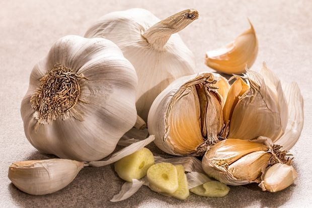 How to Store Garlic Safely for A Long Time